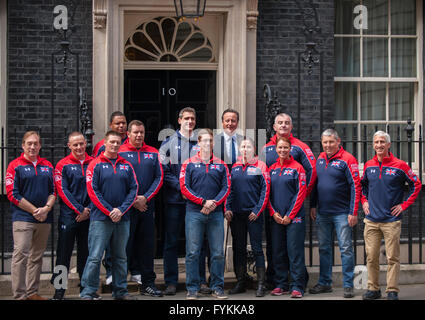 10 Downing Street, London, UK. 27th April 2016. PM David Cameron meets members of the UK team attending the Invictus - Stock Photo