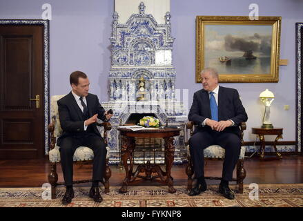 Moscow Region, Russia. 27th Apr, 2016. Russia's Prime Minister Dmitry Medvedev (L) and Algeria's Prime Minister - Stock Photo