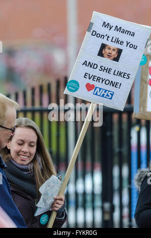 Tooting, London, UK. 27th Apr, 2016. Junior Doctors Stage a full 48 hour Strike in protest against proposed Government - Stock Photo