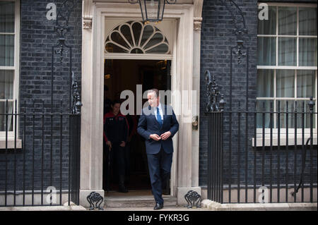 London, UK. 27th April, 2016. PM David Cameron meets members of the UK team attending the Invictus Games between - Stock Photo
