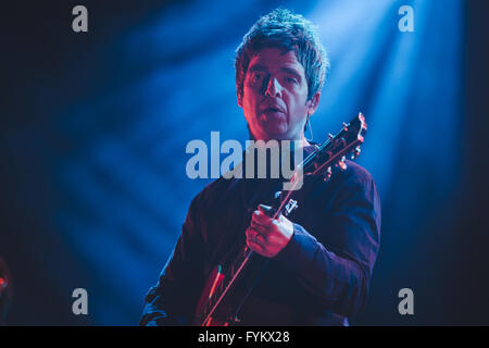 Leeds, UK. 27th April, 2016. Noel Gallagher performs at the Leeds Arena with his band, 'Noel Gallagher's High Flying - Stock Photo