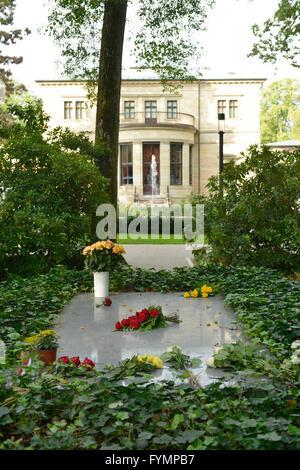 Grab Richard Wagner, Villa Wahnfried, Richard-Wagner-Strasse, Bayreuth, Bayern, Deutschland - Stock Photo