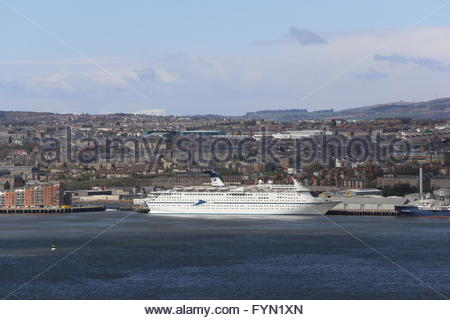 CMV cruise ship Magellan Dundee Scotland  25th April 2016 - Stock Photo