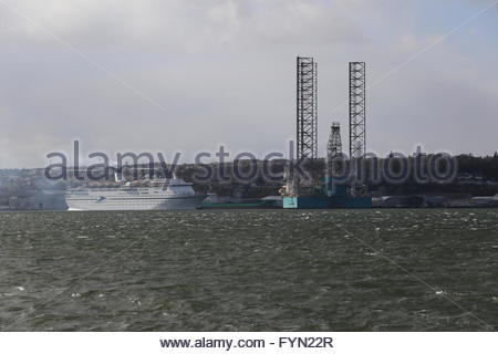 CMV cruise ship Magellan passing oil rig Dundee Scotland  25th April 2016 - Stock Photo