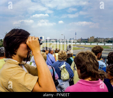 August 1986, Potsdamer Platz square observation platform, people looking over the Berlin wall to Leipziger Platz - Stock Photo