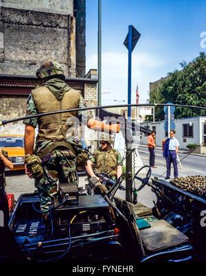 August 1986, Berlin, US Army Wall patrol at Allied Checkpoint Charlie, Friedrichstrasse street, Kreuzberg, West - Stock Photo