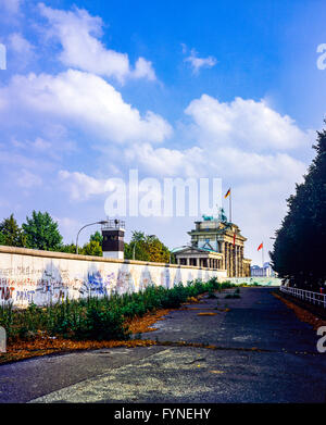 August 1986, Berlin Wall and East-Berlin watchtower beside Brandenburg Gate, West Berlin side, Germany, Europe, - Stock Photo