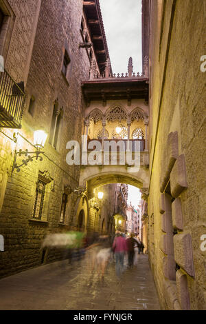 The bridge on Carrer del Bisbe in the Barri Gotic, Barcelona, Spain - Stock Photo