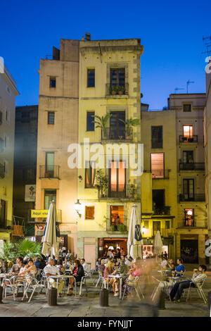 La Ribera, Plaza de Santa Maria, street cafes in the evening, Barcelona - Stock Photo