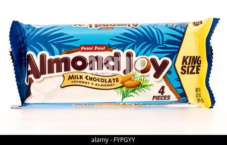 Winneconni, WI - 16 June 2015:  Almond joy candy bar - Stock Photo