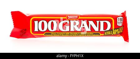 Winneconni, WI - 19 June 2015:  100 Grand candy bar - Stock Photo