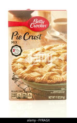 Winneconne, WI - 23 Dec 2015: Box of Betty Crocker pie crust mix with the new  design. - Stock Photo