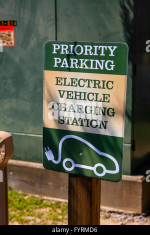 Priority Parking - Electric vehicle charging station sign at the Loveless Cafe, Nashville TN - Stock Photo