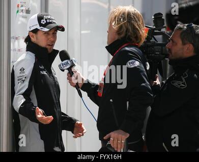Sochi, Russia. 28th Apr, 2016. Spanish racing driver Carlos Sainz, Jr. (L) of the Scuderia Toro Rosso F1 Team gives - Stock Photo