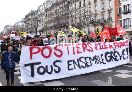 Paris, France. 28th Apr, 2016. Demonstrators march in protest against French government's reform of the labor code, - Stock Photo