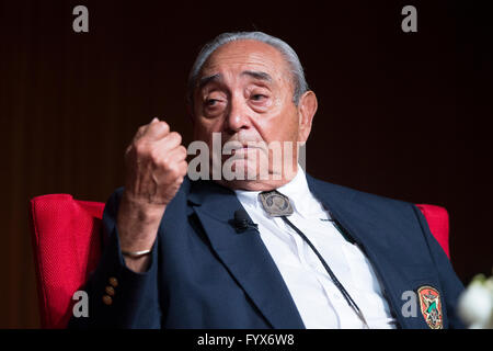 Former POW and Silver Star recipient Isaac Camacho talks about his service in Vietnam at the Vietnam War Summit - Stock Photo