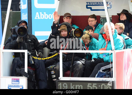 The Virgin Money London Marathon 2016. Camera crews and officials covering the event - Stock Photo