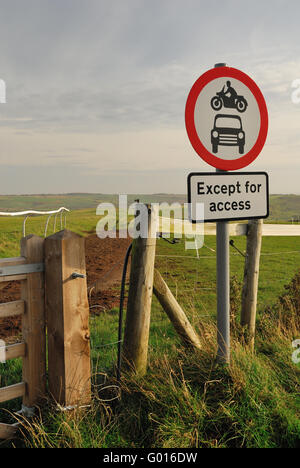 Sign forbidding motor vehicles on a section of the Ridgeway national trail. - Stock Photo