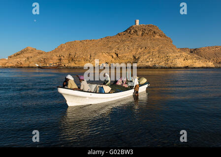 Fishermen bringing in their catch, Sur, Oman. - Stock Photo