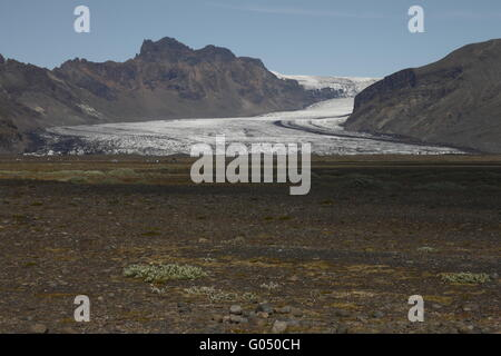 Skaftafellsjökull is one of the outlet glaciers (glacier tongues) of the Vatnajökull ice cap. Skaftafell - Stock Photo
