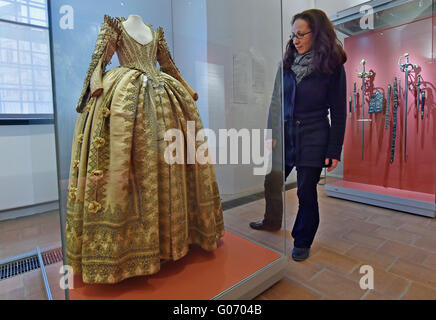 Torgau, Germany. 29th Apr, 2016. The dress of Electress Magdalena Sibylla of Saxony at a preview of the new exhibition - Stock Photo