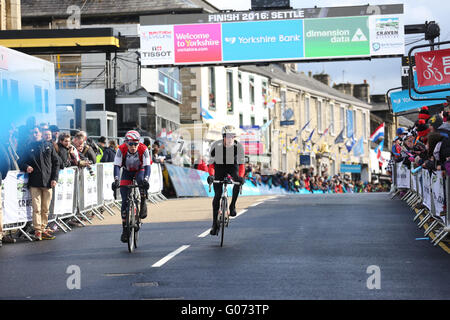 Settle, Yorkshire, UK. 29th April, 2016. Cyclists taking part in the Tour de Yorkshire in Settle, UK, 29th April, - Stock Photo