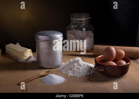 Cake ingredients - Zucchero is italian for sugar - Stock Photo