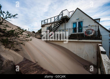 House engulfed by sand Camber Sands is the beach at the village of Camber (near Rye), East Sussex England. It is - Stock Photo