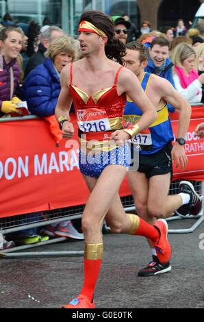 Club and fun runners during the 2016 London Marathon