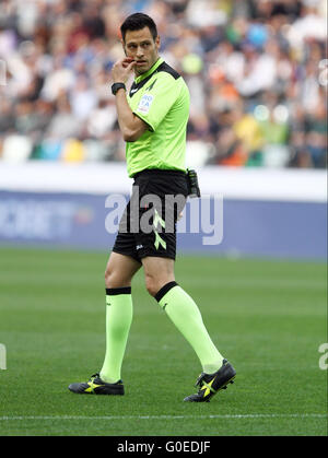 Udine, Italy. 30th April, 2016. Referee Maurizio Mariani looks during the Italian Serie A football match between - Stock Photo