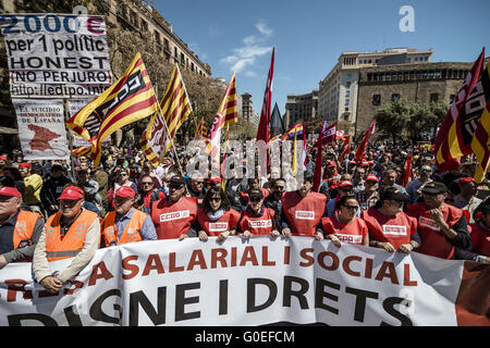 Barcelona, Catalonia, Spain. 1st May, 2016. Called by the mayor unions CC.OO and UGT, thousands assist the rally - Stock Photo