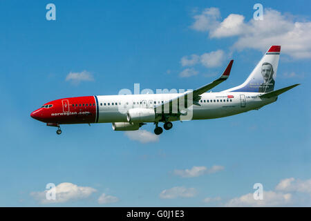 Norwegian Air, Boeing 737 approaches for landing, Prague, Czech Republic - Stock Photo