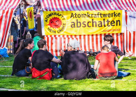 Kreuzberg, Berlin, Germany, 1st May, 2016. May Day, Labour Day or Workers' Day is celebrated on the May 1 and is - Stock Photo