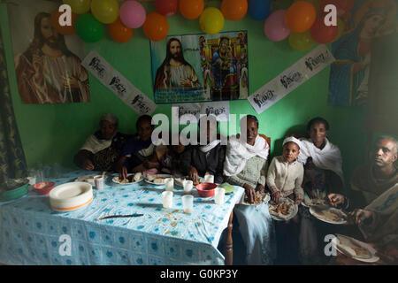 Gibi village, Gurage, Ethiopia, 6th October 2013 People gather for a wedding celebration as today is auspicious - Stock Photo