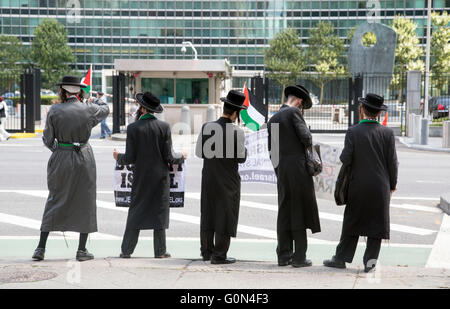 Anti Zionist Jews protesting outside the United Nations Building Boycott Israel Org - Stock Photo