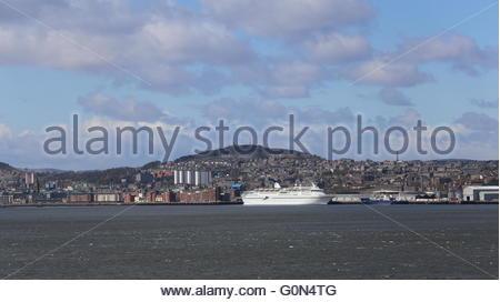 CMV cruise ship Magellan Dundee Scotland  25th April 2016 - Stock Photo