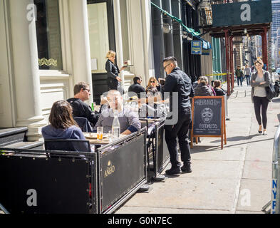 Sidewalk cafe of a bar/restaurant in the Tribeca neighborhood of New York on Saturday, April 30, 2016. (© Richard - Stock Photo