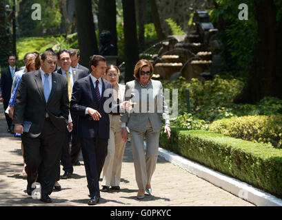 Mexico City, Mexico. 3rd May 2016. Mexican President Enrique Pena Nieto walks with U.S House Minority leader Nancy - Stock Photo