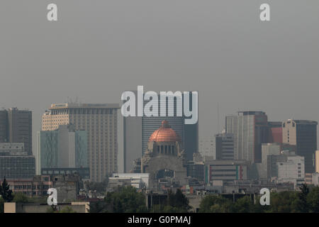Mexico City. 3rd May, 2016. Buildings are shrouded in smog in Mexico City, capital of Mexico on May 3, 2016. Mexico - Stock Photo