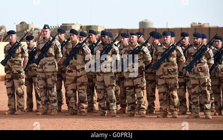 French soldiers stand in Camp Barkhane in Gao, Mali, 02 May 2016. Photo:BRITTAPEDERSEN/dpa - Stock Photo