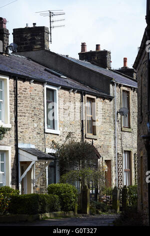 Whalley a large village in Ribble Valley on the banks of the River Calder in Lancashire.  Terraced terrace houses - Stock Photo