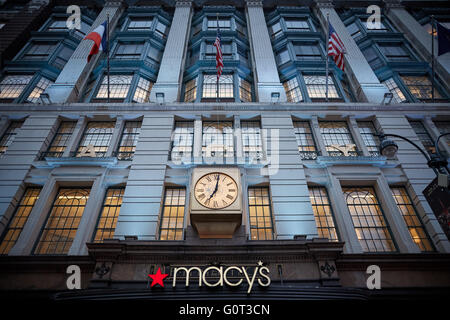 New york   Macy's exterior clock on building front Macy's Herald Square, originally known as the R. H. Macy and - Stock Photo