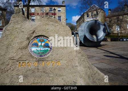 Rams bottom public art  coat of arms   Ramsbottom is on the path of the Irwell Sculpture Trail. The 'Tilted Vase' - Stock Photo