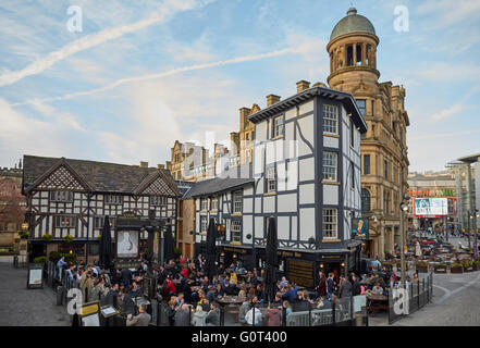Manchester   Shambles Square is a square in Manchester, England, created in 1999 around the rebuilt Old Wellington - Stock Photo