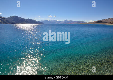 Pangong Tso, a high altitude lake at 14,270 feet, in Ladakh, Jammu and Kashmir, India - Stock Photo