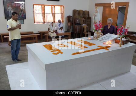 Tomb of Mother Teresa at the Mother´s House of the Missionaries of Charity (Mother Teresa sisters) in Kolkata, Calcutta, - Stock Photo