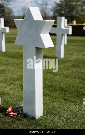 American cemetery, Cambridge, UK. Showing the grave of a Jewish member of the US armed forces, with flowers placed. - Stock Photo