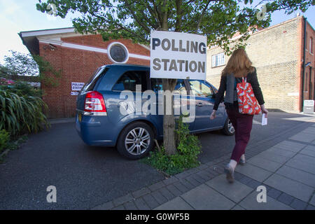 Wimbledon London UK. 5th May 2016. Polling stations open in Wimbledon  as as Londoners cast their ballot  for the - Stock Photo