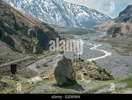 Georgia . Military - Georgian road through the village of Upper Lars . The graves of those killed in the drivers' - Stock Photo
