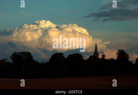 AJAXNETPHOTO. 21 OCT 2005. SOMME, FRANCE. - CUMULUS THUNDER CLOUDS ROLLING ACROSS PICARDY. PHOTO:JONATHAN EASTLAND/AJAX - Stock Photo